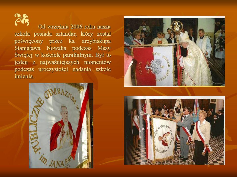 Od września 2006 roku nasza szkoła posiada sztandar, który został poświęcony przez ks. arcybiskupa Stanisława Nowaka podczas Mszy Świętej w kościele p
