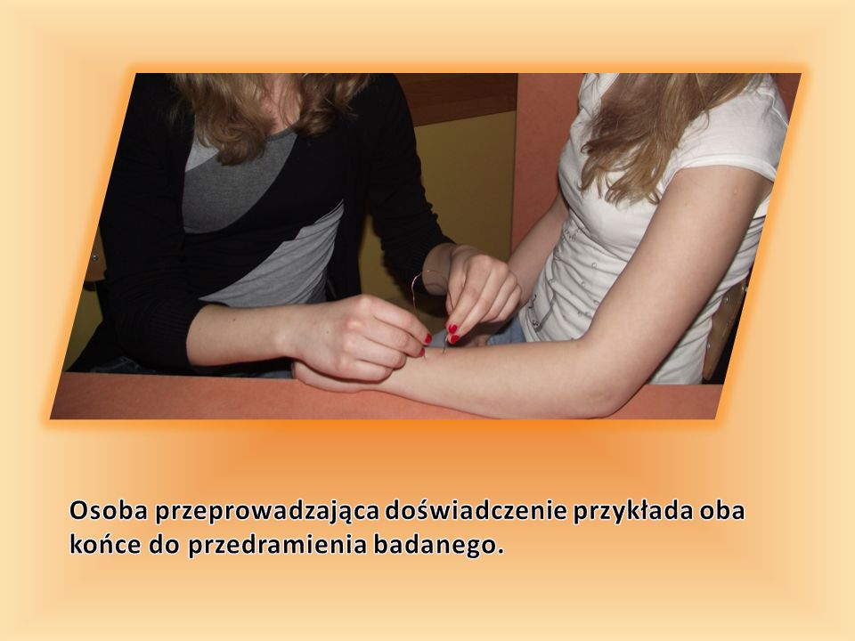 Imię i nazwisko badanej osoby Liczba usłyszanych słów na 10 podczas mówienia szeptem Lewe uchoprawe ucho 6 metrów4 metry6 metrów4 metry Karolina+ 9+ 10+ 9+ 10 Dominika+ 9+ 10+ 9+ 10 Daria+ 8 + 9+ 8 Anna- 5- 6+ 9+ 10 Karolina+ 9 + 10 Agnieszka+ 9+ 10 + 9 Magda+ 8+ 10+ 7+ 10