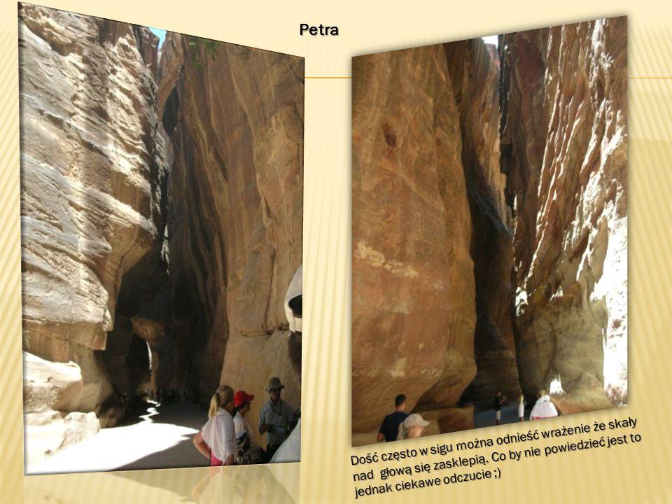 Petra Dość często w sigu można odnieść wrażenie że skały nad głową się zasklepią.