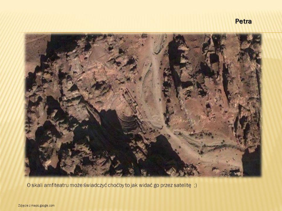 Petra O skali amfiteatru może świadczyć choćby to jak widać go przez satelitę ;) Zdjęcie z maps.google.com