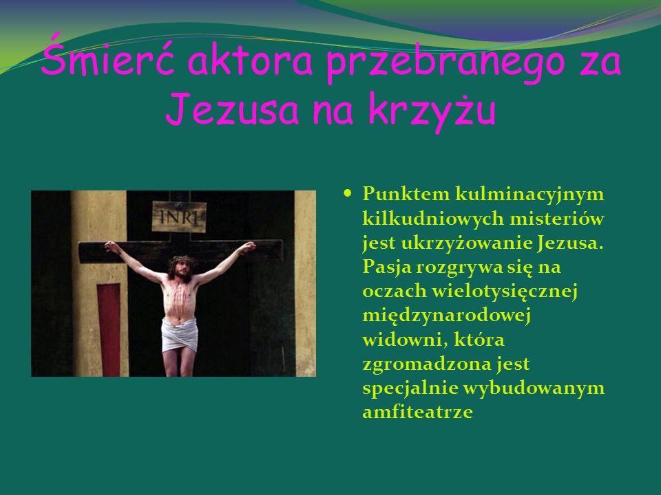Śmierć aktora przebranego za Jezusa na krzyżu Punktem kulminacyjnym kilkudniowych misteriów jest ukrzyżowanie Jezusa.