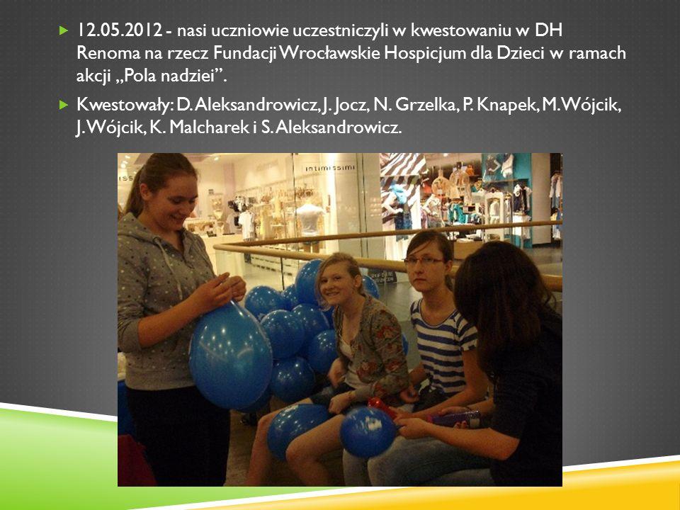 12.05.2012 - nasi uczniowie uczestniczyli w kwestowaniu w DH Renoma na rzecz Fundacji Wrocławskie Hospicjum dla Dzieci w ramach akcji Pola nadziei. Kw