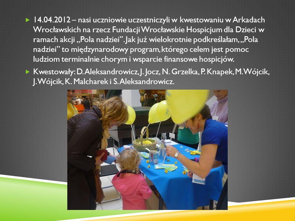 14.04.2012 – nasi uczniowie uczestniczyli w kwestowaniu w Arkadach Wrocławskich na rzecz Fundacji Wrocławskie Hospicjum dla Dzieci w ramach akcji Pola
