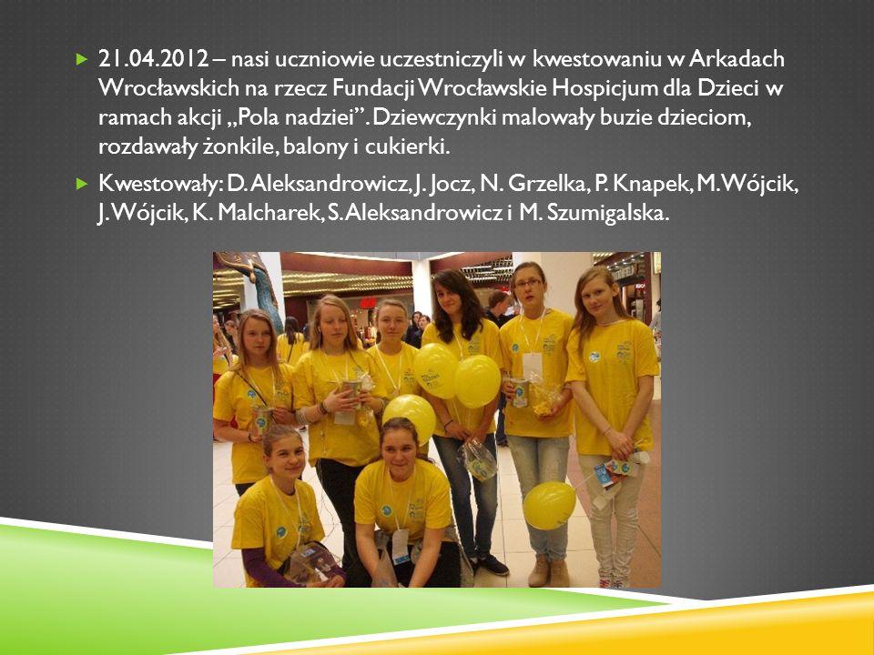 21.04.2012 – nasi uczniowie uczestniczyli w kwestowaniu w Arkadach Wrocławskich na rzecz Fundacji Wrocławskie Hospicjum dla Dzieci w ramach akcji Pola nadziei.