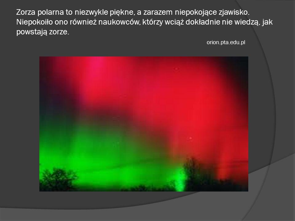 Wysokość kurtyn zorzy i ich barwa zależy od prędkości rozpędzonych elektronów i protonów wpadających w atmosferę oraz wzbudzanych w niej gazów.