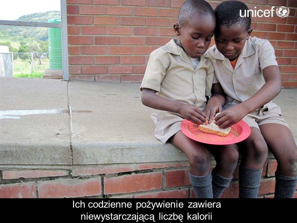 UNICEF chroni zdrowie niedożywionego dziecka poprzez szczepienia oraz kuracje witaminowe