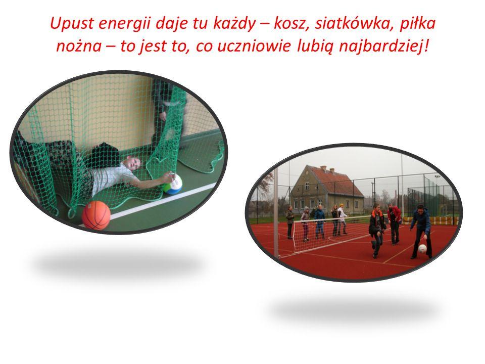 Upust energii daje tu każdy – kosz, siatkówka, piłka nożna – to jest to, co uczniowie lubią najbardziej!