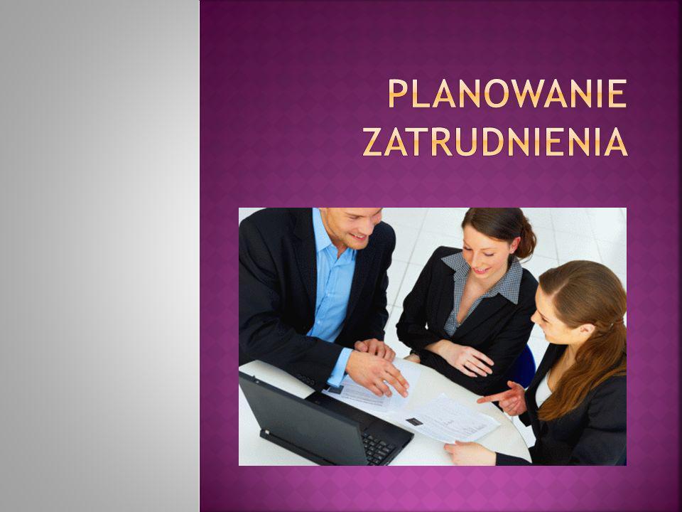 Każdy pracownik może być zatrudniony na jednym stanowisku pracy, a każde stanowisko może być obsadzone tylko raz.