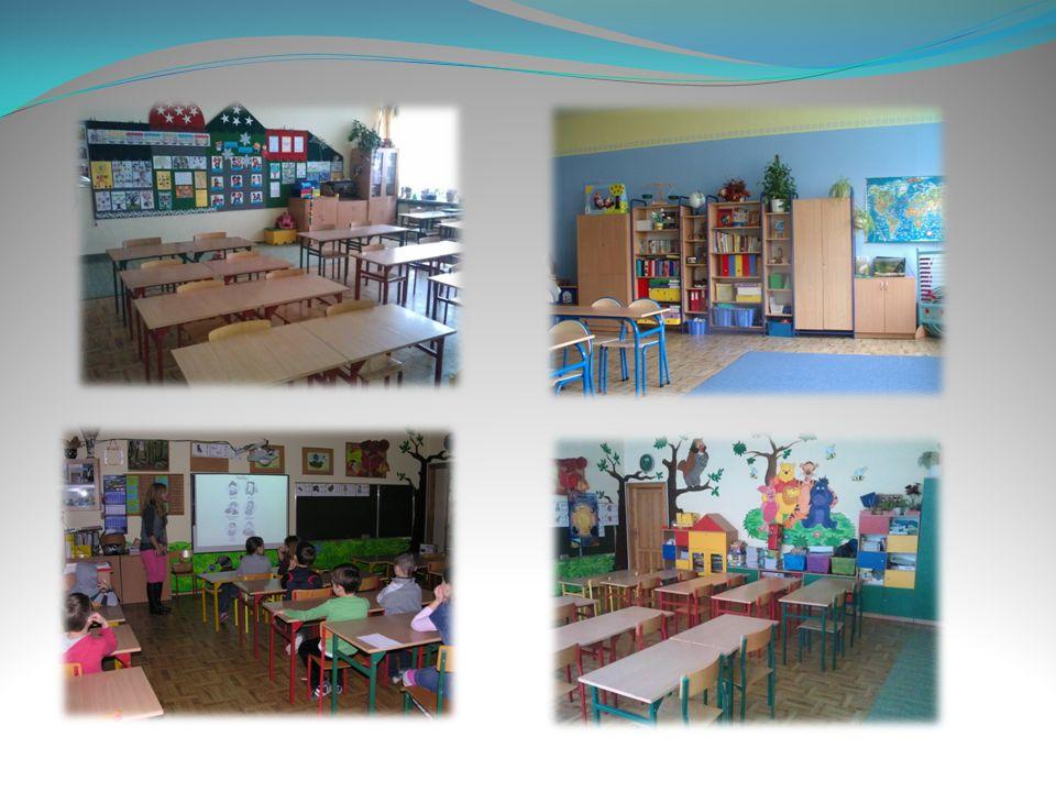 W części rekreacyjnej: kolorowe dywany do zabawy i odpoczynku kąciki tematyczne do zabaw telewizor i odtwarzacze DVD Odtwarzacze CD dostosowane toalety i szatnie dla najmłodszych dzieci