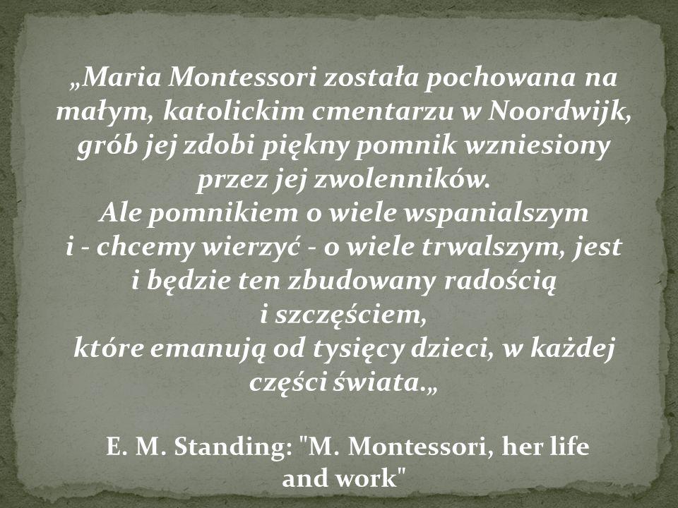 Maria Montessori została pochowana na małym, katolickim cmentarzu w Noordwijk, grób jej zdobi piękny pomnik wzniesiony przez jej zwolenników. Ale pomn
