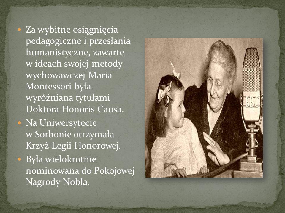 Za wybitne osiągnięcia pedagogiczne i przesłania humanistyczne, zawarte w ideach swojej metody wychowawczej Maria Montessori była wyróżniana tytułami