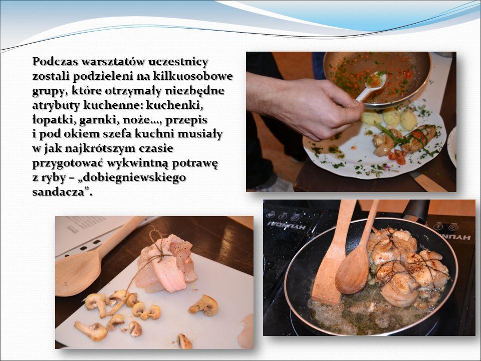 Podczas warsztatów uczestnicy zostali podzieleni na kilkuosobowe grupy, które otrzymały niezbędne atrybuty kuchenne: kuchenki, łopatki, garnki, noże…, przepis i pod okiem szefa kuchni musiały w jak najkrótszym czasie przygotować wykwintną potrawę z ryby – dobiegniewskiego sandacza.
