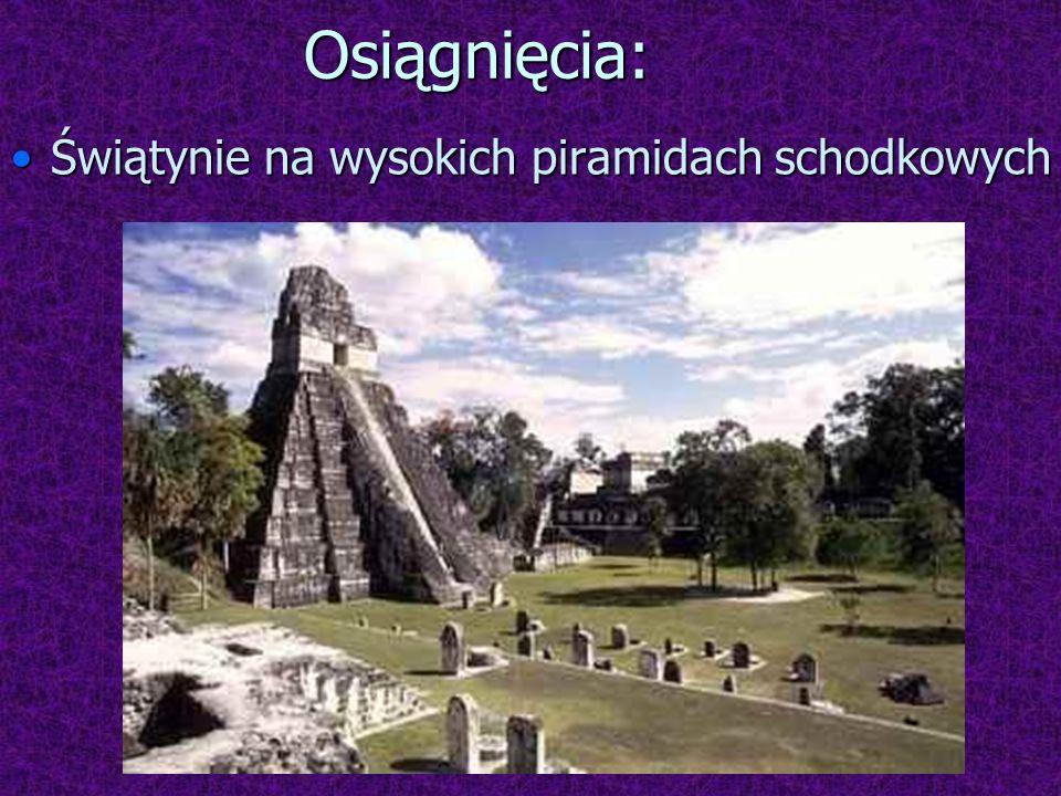 Zaszczytnymi miejscami do składania ofiar ludzkich były Świątynia Jaguara i Świątynia Wojowników w Chichén Itzá.