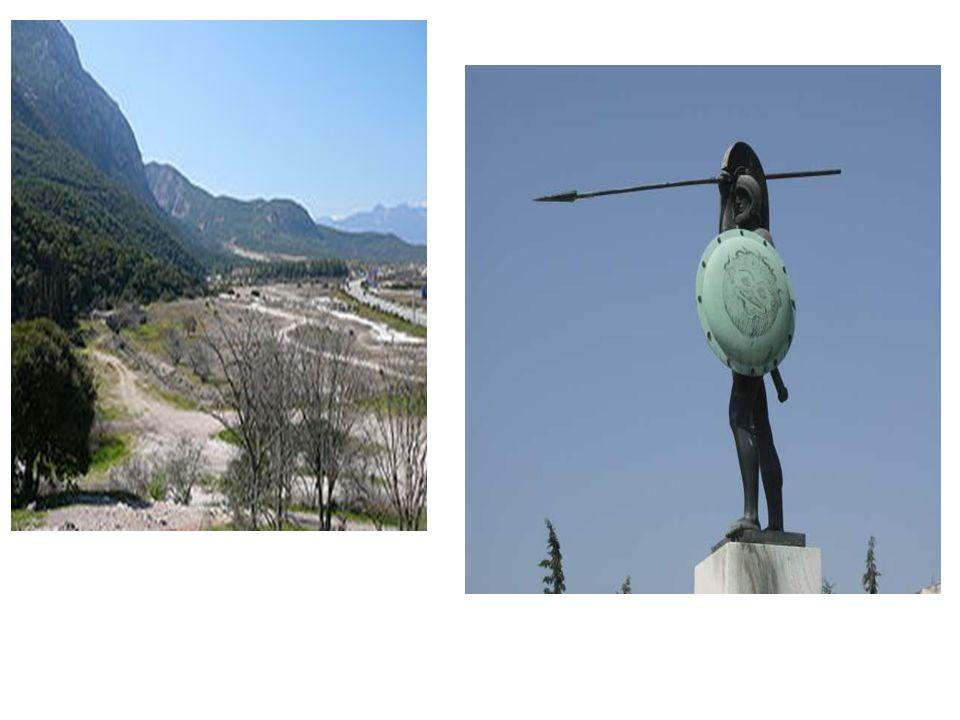 BITWA POD SALAMINĄ zajęcie Grecji środkowej i zniszczenie Aten – ludność wycofała się na Peloponez i Salaminę perska armia morska stoczyła bitwę z wycofującymi się Ateńczykami w cieśninie Salamina 29 IX 480 i poniosła klęskę w walce ze zwrotniejszymi okrętami Hellenów.