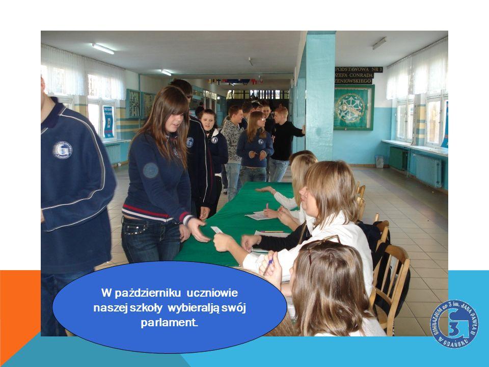 W pażdzierniku uczniowie naszej szkoły wybieralją swój parlament.