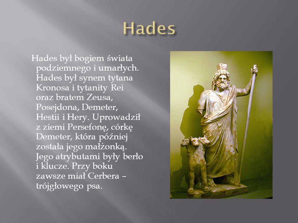 W mitologii greckiej bóg mórz, trzęsień ziemi, żeglarzy, rybaków.