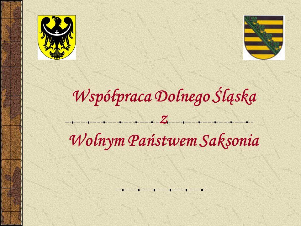 Wydział Współpracy z Zagranicą i Regionami Europejskimi HISTORIA Saksonia jako główny partner współpracy wymieniony imiennie w Priorytetach Współpracy Zagranicznej Województwa Dolnośląskiego – Uchwała Sejmiku Województwa Dolnośląskiego Podpisanie Wspólnego Oświadczenia 17 września 1999 roku w Görlitz Powołanie Dolnośląsko-Saksońkiej Grupy Roboczej, której celem jest programowanie, koordynacja i monitorowanie współpracy pomiędzy Saksonią i Dolnym Śląskiem