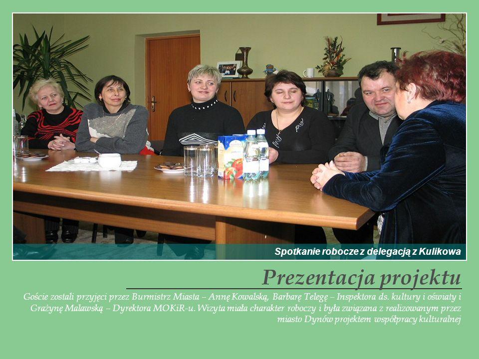 Goście zostali przyjęci przez Burmistrz Miasta – Annę Kowalską, Barbarę Telegę – Inspektora ds. kultury i oświaty i Grażynę Malawską – Dyrektora MOKiR