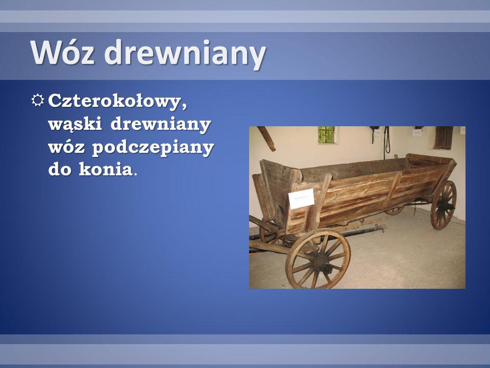Wóz drewniany Czterokołowy, wąski drewniany wóz podczepiany do konia Czterokołowy, wąski drewniany wóz podczepiany do konia.