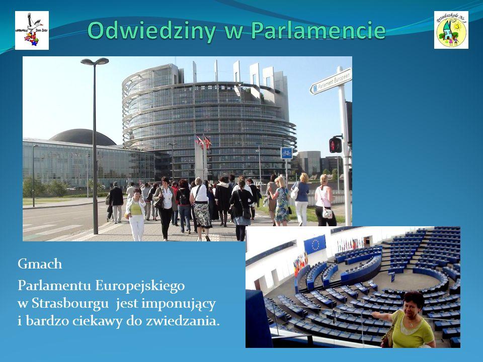 Gmach Parlamentu Europejskiego w Strasbourgu jest imponujący i bardzo ciekawy do zwiedzania.