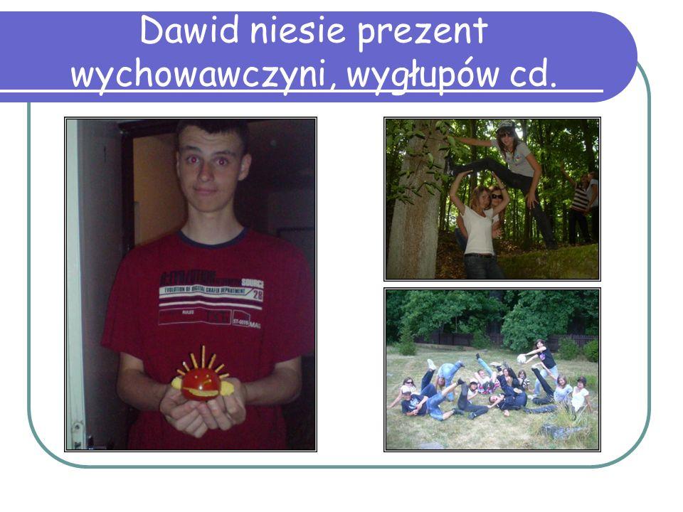 Dawid niesie prezent wychowawczyni, wygłupów cd.