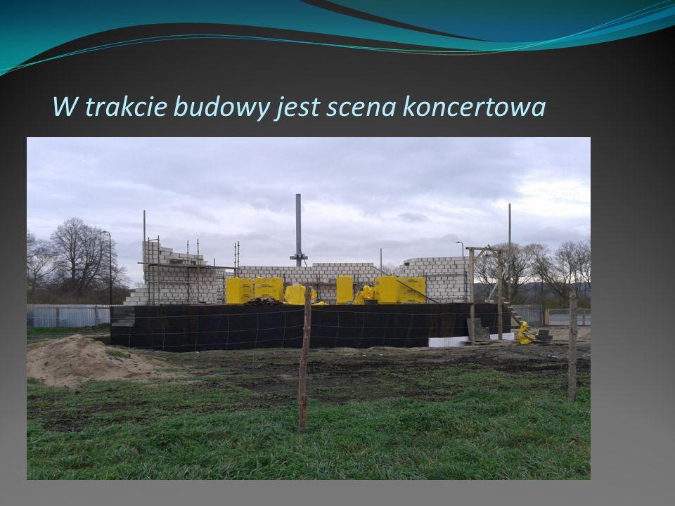 W trakcie budowy jest scena koncertowa