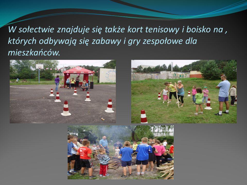 W sołectwie znajduje się także kort tenisowy i boisko na, których odbywają się zabawy i gry zespołowe dla mieszkańców.