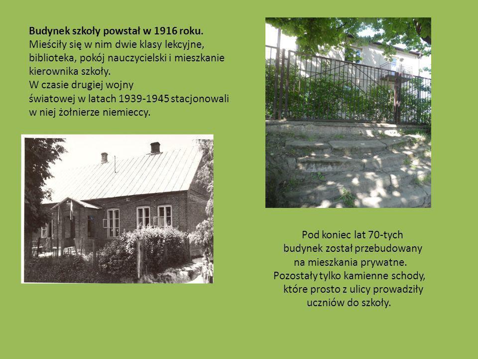 Budynek szkoły powstał w 1916 roku. Mieściły się w nim dwie klasy lekcyjne, biblioteka, pokój nauczycielski i mieszkanie kierownika szkoły. W czasie d