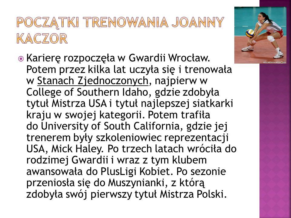 Karierę rozpoczęła w Gwardii Wrocław.