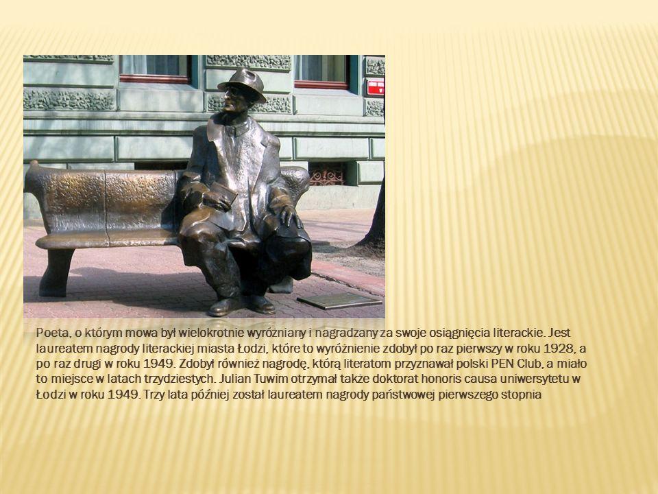 Poeta, o którym mowa był wielokrotnie wyróżniany i nagradzany za swoje osiągnięcia literackie. Jest laureatem nagrody literackiej miasta Łodzi, które