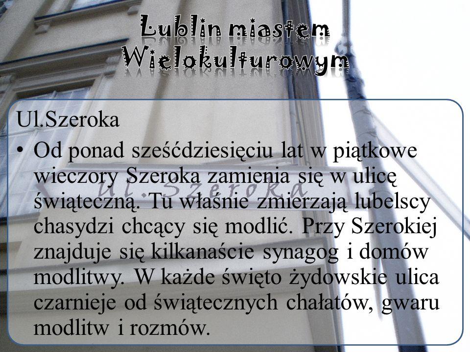 Ul.Szeroka Od ponad sześćdziesięciu lat w piątkowe wieczory Szeroka zamienia się w ulicę świąteczną.