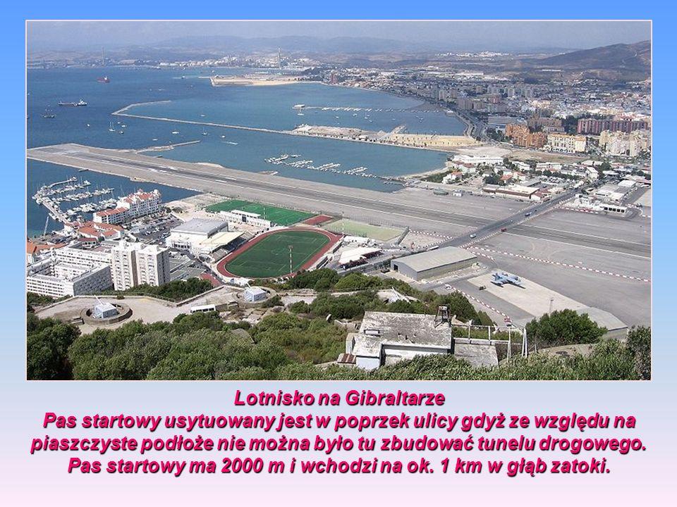 Lotnisko na Gibraltarze Pas startowy usytuowany jest w poprzek ulicy gdyż ze względu na piaszczyste podłoże nie można było tu zbudować tunelu drogowego.