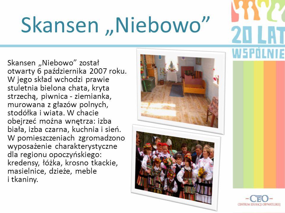 Skansen Niebowo został otwarty 6 października 2007 roku. W jego skład wchodzi prawie stuletnia bielona chata, kryta strzechą, piwnica - ziemianka, mur
