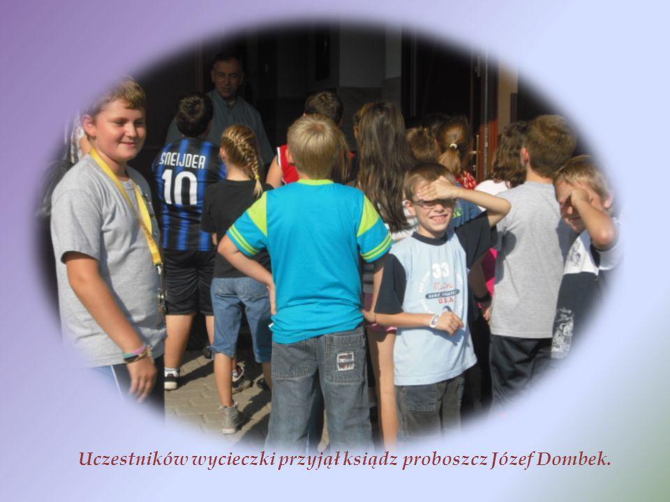Uczestników wycieczki przyjął ksiądz proboszcz Józef Dombek.