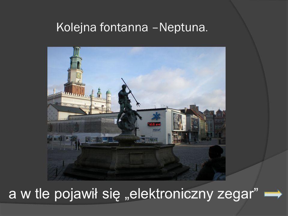 Kolejna fontanna –Neptuna. a w tle pojawił się elektroniczny zegar