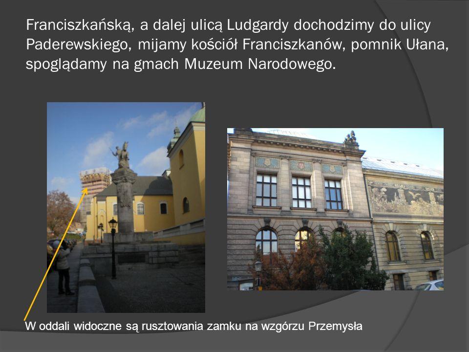 Franciszkańską, a dalej ulicą Ludgardy dochodzimy do ulicy Paderewskiego, mijamy kościół Franciszkanów, pomnik Ułana, spoglądamy na gmach Muzeum Narodowego.