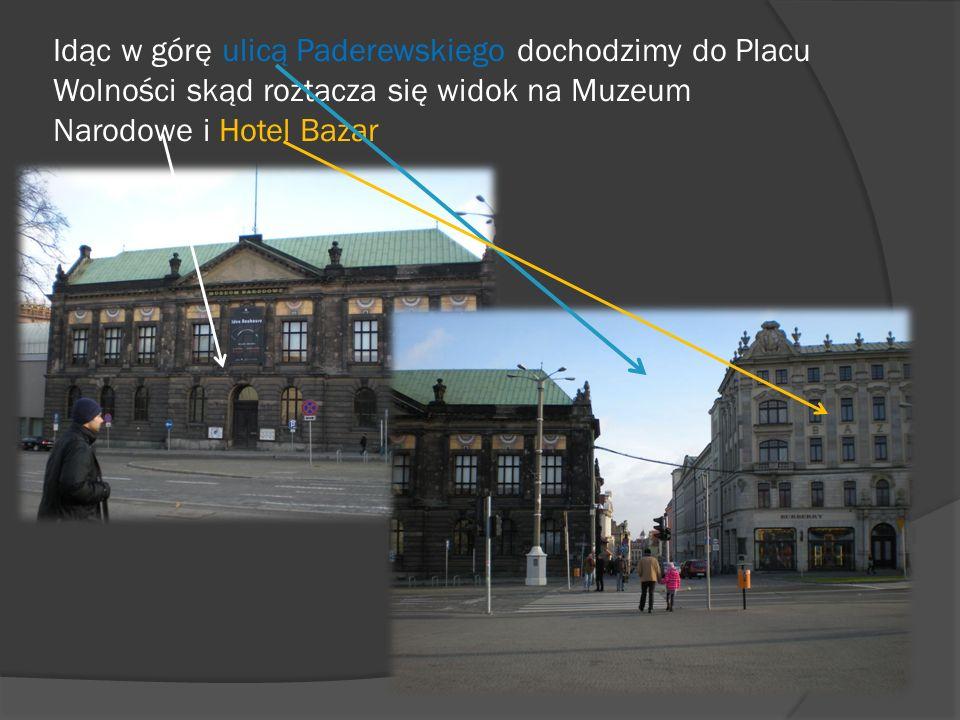 Idąc w górę ulicą Paderewskiego dochodzimy do Placu Wolności skąd roztacza się widok na Muzeum Narodowe i Hotel Bazar