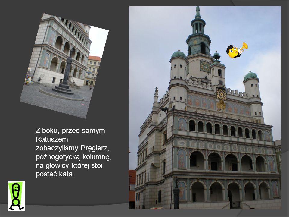 Z boku, przed samym Ratuszem zobaczyliśmy Pręgierz, późnogotycką kolumnę, na głowicy której stoi postać kata.
