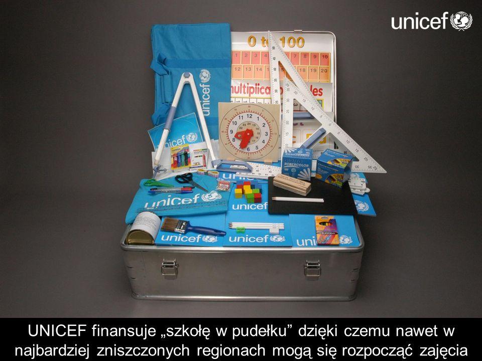 UNICEF finansuje szkołę w pudełku dzięki czemu nawet w najbardziej zniszczonych regionach mogą się rozpocząć zajęcia