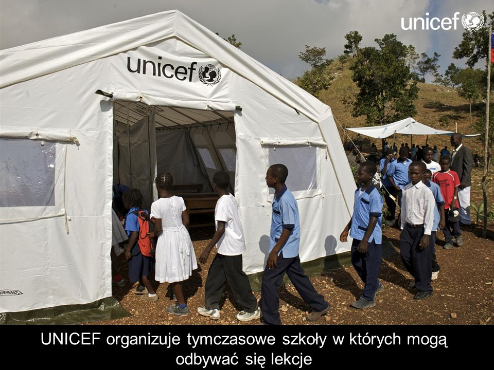 UNICEF organizuje tymczasowe szkoły w których mogą odbywać się lekcje