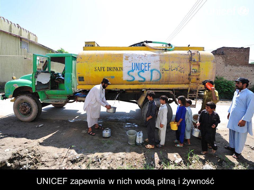 UNICEF zapewnia w nich wodą pitną i żywność