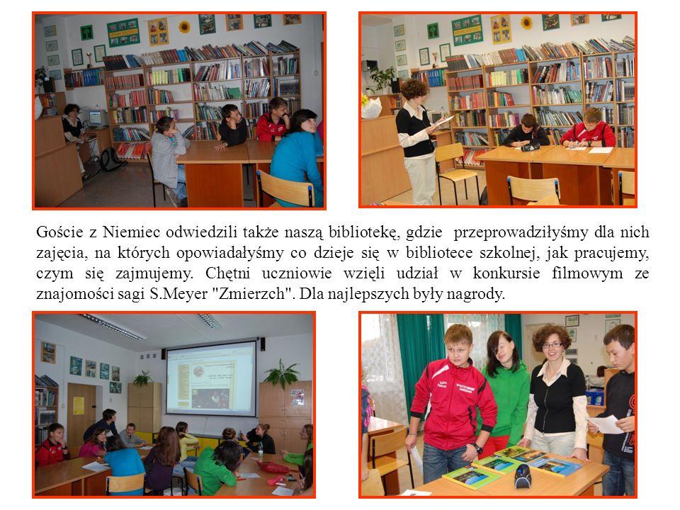 Goście z Niemiec odwiedzili także naszą bibliotekę, gdzie przeprowadziłyśmy dla nich zajęcia, na których opowiadałyśmy co dzieje się w bibliotece szko