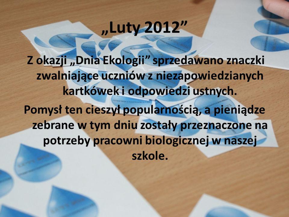 Luty 2012 Z okazji Dnia Ekologii sprzedawano znaczki zwalniające uczniów z niezapowiedzianych kartkówek i odpowiedzi ustnych. Pomysł ten cieszył popul