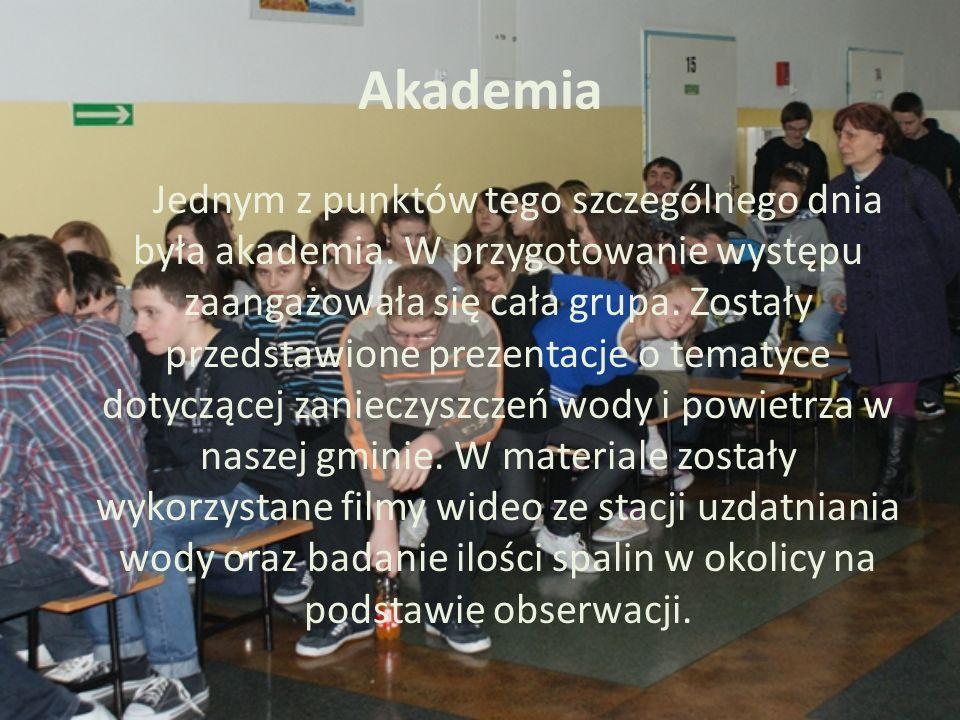Akademia Jednym z punktów tego szczególnego dnia była akademia. W przygotowanie występu zaangażowała się cała grupa. Zostały przedstawione prezentacje