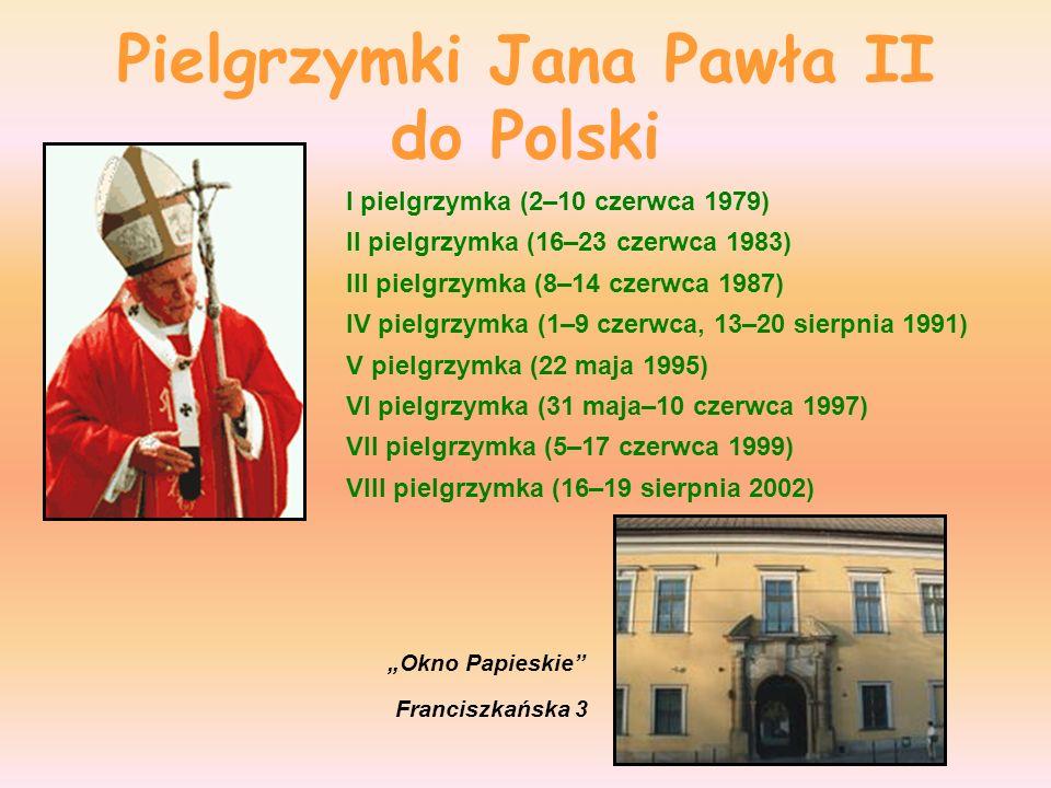 Zwyczaje Jana Pawła II liczne pielgrzymki (zagraniczne oraz parafii we Włoszech), zwyczaj całowania ziemi kraju, do którego przybywał z pielgrzymką, msze święte dla wielkich tłumów, organizowane na stadionach, lotniskach, placach itp., wygłaszanie całych homilii lub choćby krótkich sentencji w języku kraju, do którego przybywał z pielgrzymką (porozumiewał się swobodnie w językach: polskim, włoskim, francuskim, niemieckim, angielskim, hiszpańskim, portugalskim, łacińskim i klasycznym greckim), udział zespołów folklorystycznych w czasie mszy, spotkania z duchownymi innych wyznań oraz odwiedziny świątyń różnych religii (wyznań niekatolickich oraz niechrześcijańskich), udział w przedsięwzięciach artystycznych: koncertach, występach zespołów, projekcjach filmowych, wykonywanie kapłańskich posług prywatne spotkania z wiernymi, bezpośrednie spotkania z tłumem w trakcie pielgrzymek, żarty i bezpośredniość w kontaktach z ludźmi.