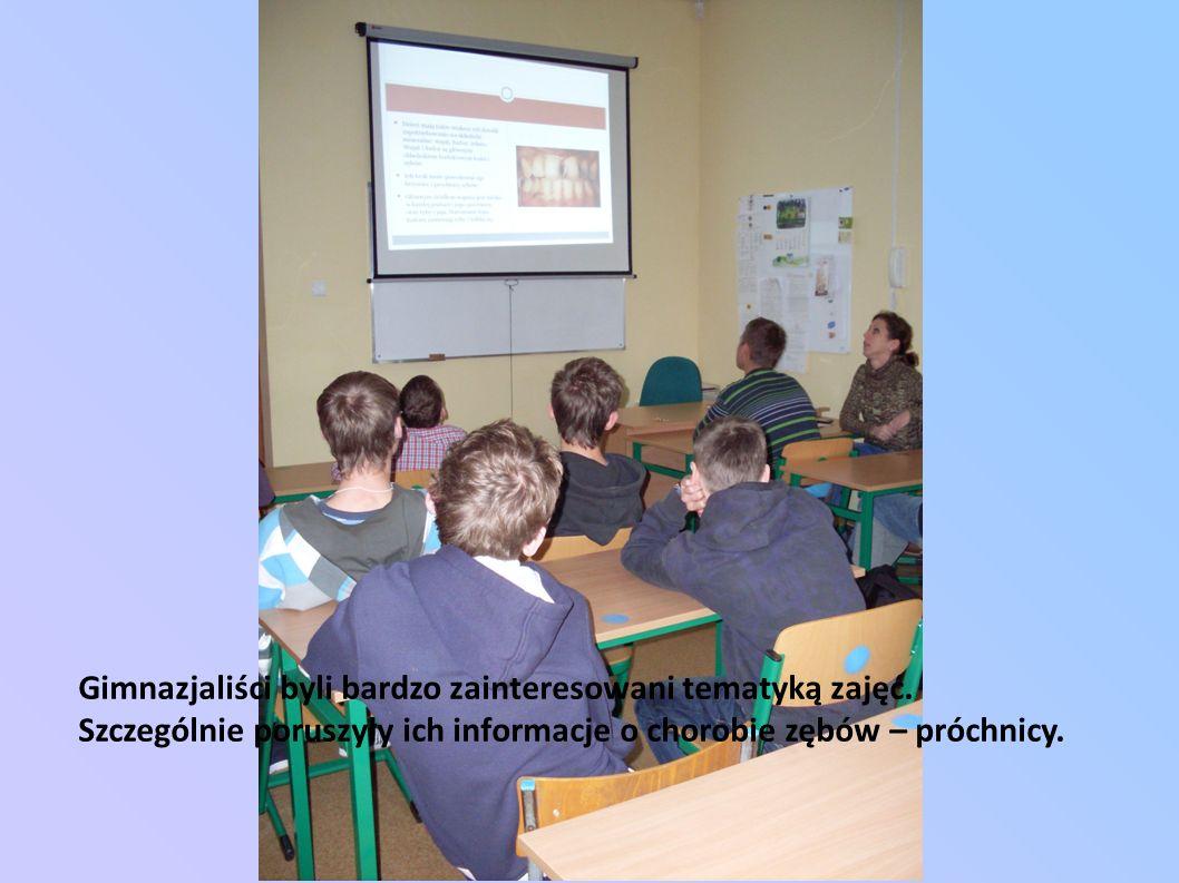 Gimnazjaliści byli bardzo zainteresowani tematyką zajęć.