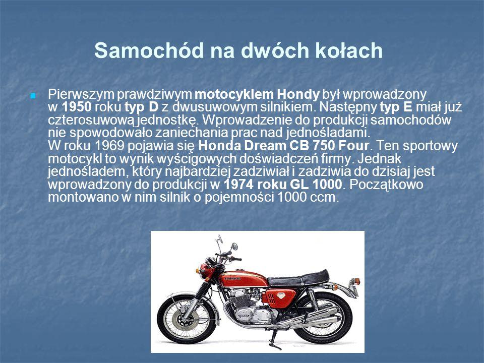 Samochód na dwóch kołach Pierwszym prawdziwym motocyklem Hondy był wprowadzony w 1950 roku typ D z dwusuwowym silnikiem. Następny typ E miał już czter
