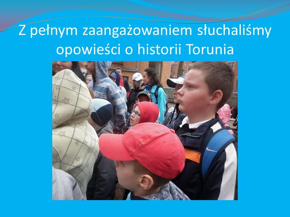 Z pełnym zaangażowaniem słuchaliśmy opowieści o historii Torunia
