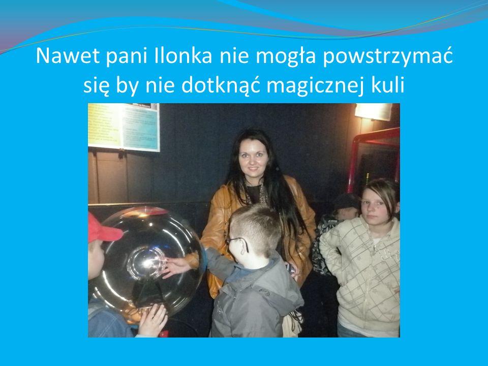 Nawet pani Ilonka nie mogła powstrzymać się by nie dotknąć magicznej kuli