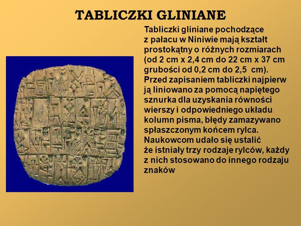 TABLICZKI GLINIANE Tabliczki gliniane pochodzące z pałacu w Niniwie mają kształt prostokątny o różnych rozmiarach (od 2 cm x 2,4 cm do 22 cm x 37 cm g
